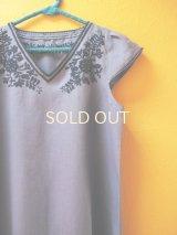【SALE】リネン地のエレガントな刺繍ワンピース*steel blue*