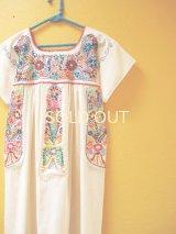 小花刺繍のメキシカンワンピース*生成り/チョウチョ刺繍*