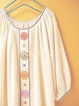 【SALE】60%offラグランスリーブの刺繍チュニック*ロココ刺繍/生成り×カラフル*2点