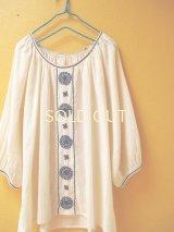 【SALE】60%offラグランスリーブの刺繍チュニック*ロココ刺繍/生成り×ネイビー*