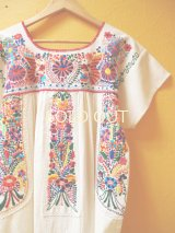小花刺繍のメキシカンワンピース*胸元に小鳥刺繍/生成り地*