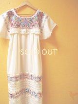 小花刺繍のメキシカンワンピース裾レース仕立て*カラフルお花刺繍/生成り地*