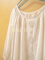 【SALE】60%offラグランスリーブの刺繍チュニック*ロココ刺繍/生成り×生成り糸*
