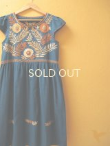 メキシコ刺繍のキャップスリーブワンピース*ダックブルー/オレンジ系刺繍*