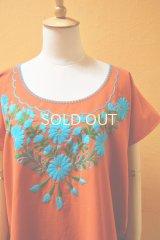 【SALE】40%offメキシコ刺繍ブラウス*ダークオレンジ地×シアン/チョウチョ&花刺繍*