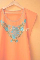 【SALE】40%offメキシコ刺繍ブラウス*オレンジ地×水色/クジャク&花刺繍*