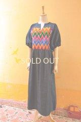 グアテマラのウィピルワンピース*レインボー縫い取り織り/首前スリット*