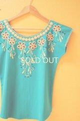 メキシコ刺繍ブラウス*ベージュのお花刺繍/ターコイズブルー地*