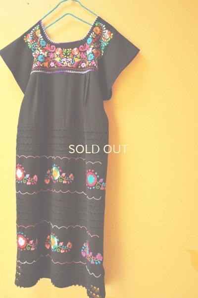 画像2: お花刺繍のメキシカンワンピース*レース仕立て/黒地/首回り紫*